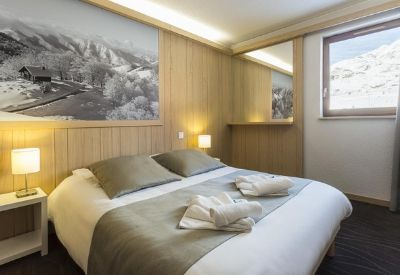 A double room at MMV Hotel Club Les Bergers in Alpe d'Huez