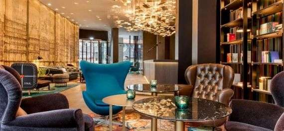 A lounge area at the Motel One Berlin-Potsdamer Platz