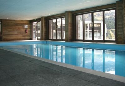 The indoor swimming pool at Les Terrasses de Veret in Flaine