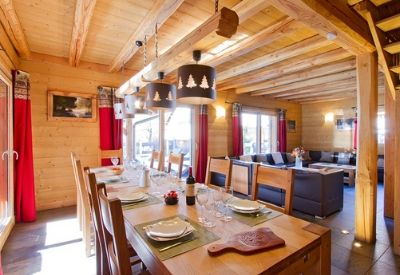 A large open plan living room and dinning room in Chalet Le Renard Lodge
