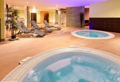A spa with two hot tubs at Hotel Club Les Panorama in Les Deux Alpes