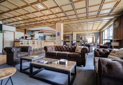 The bar area at Hotel Les Deux Alpes 1800 with large leather sofas
