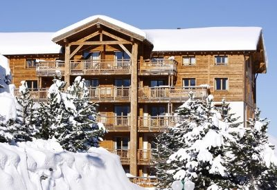 The outside of Residence L'Alba in Les Deux Alpes in the snow