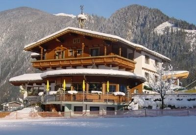 Chalet Stoanerhof in Mayrhofen in front of snow covered mountains