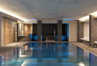 The indoor swimming pool at the luxury Elisabeth Hotel