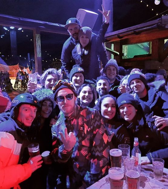 a large group of people at an apres ski party