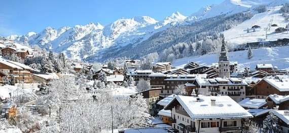 the La Clusaz ski resort in the snow