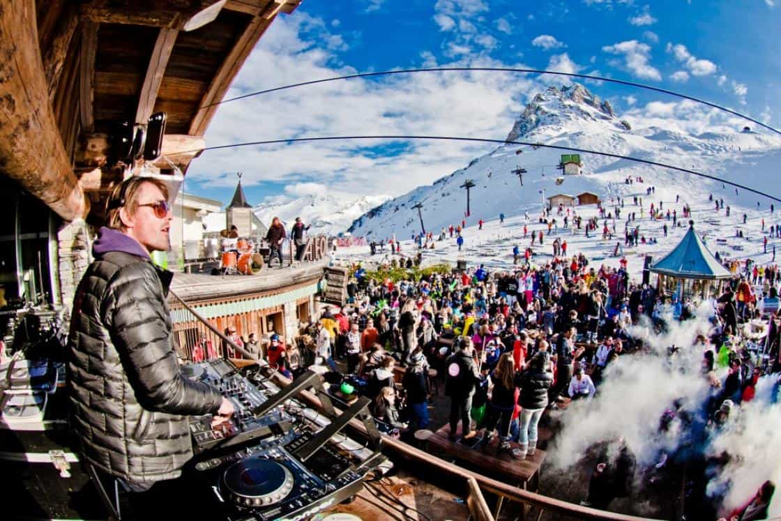 people partying at la folie douce val d'isere