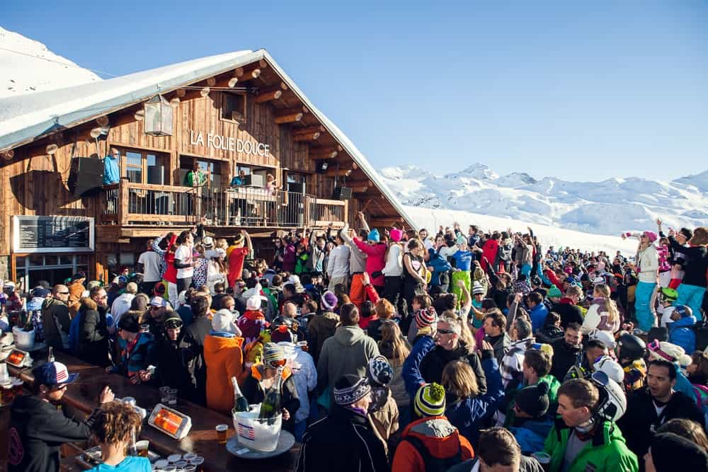 people partying at la folie douce val thorens france