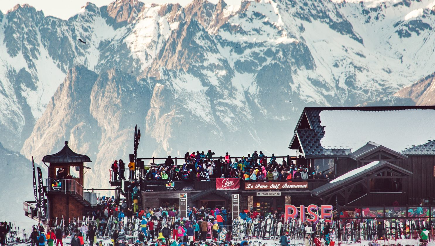 people partying at rise festival in les deux alpes